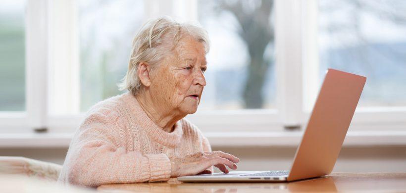 La Provincia abrió la inscripción al programa de inclusión digital para personas mayores