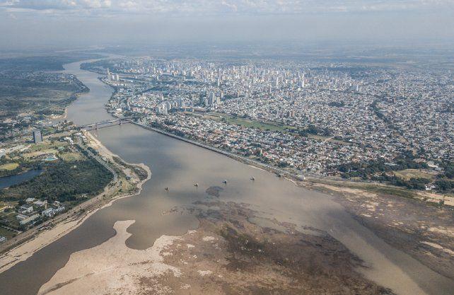 El río Paraná sigue bajando y los expertos ya piensan en cinco impactos posibles